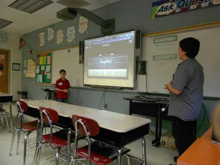 technology in the classroom 4 essay Schools districts across the country are starting programs to introduce the latest technology into the classroom the increase of devices in schools means more independent access to technology for students, which has.
